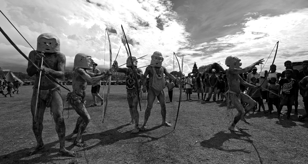 IMG-276.Kokopo.East New Britain.PNG.mask festival.mud men.b&w